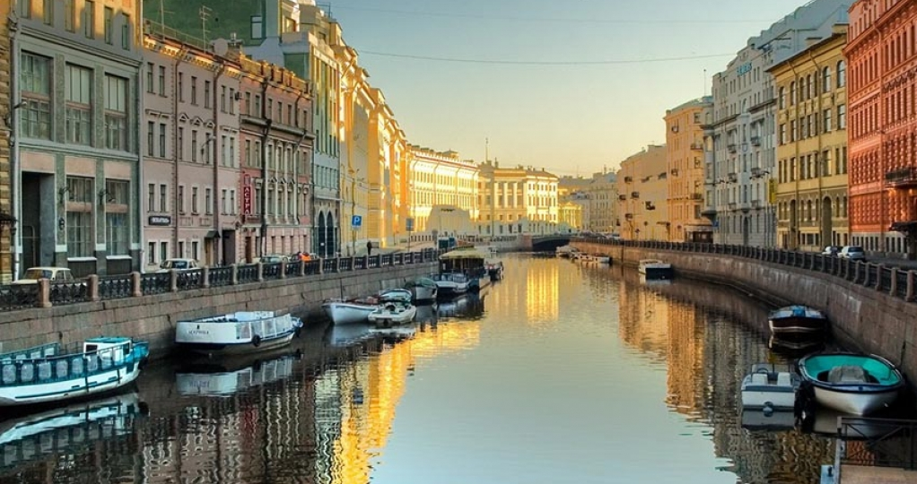 Boat tour on the St. Petersburg canals and rivers