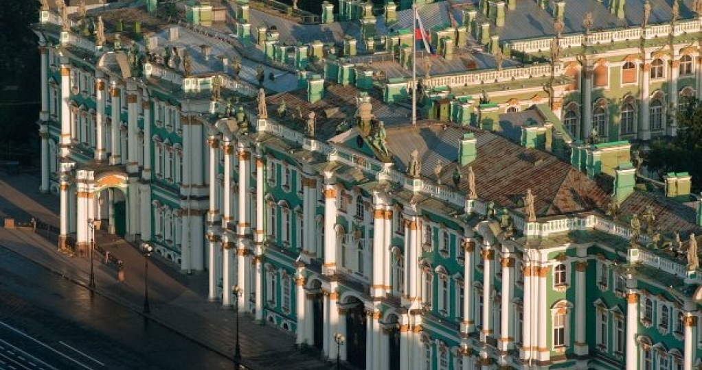 Saint-Petersburg historical center city tour with local guide in English